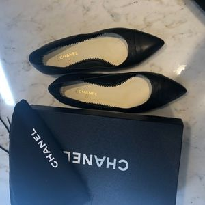 Chanel pointed cap toe flats black 37.5